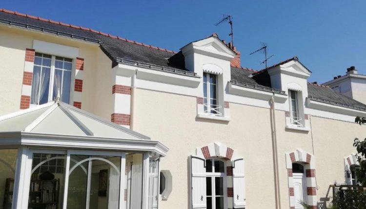 Ravalement de façade d'une maison dans le 49 par Fouillet